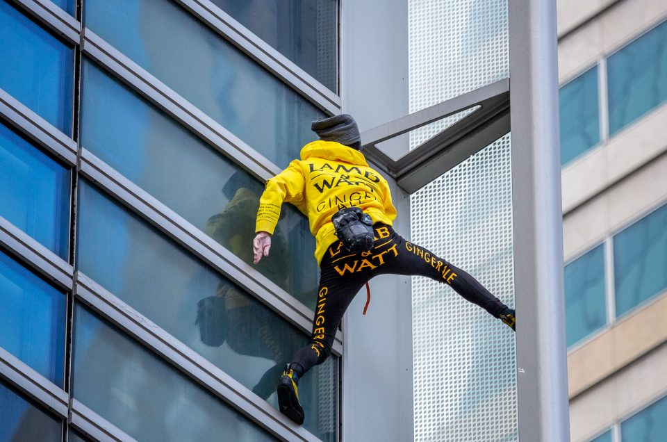 Alain Robert – The climb